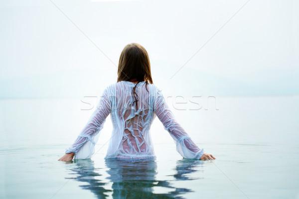 Stockfoto: Vrouwelijke · water · achteraanzicht · mooie · Blauw