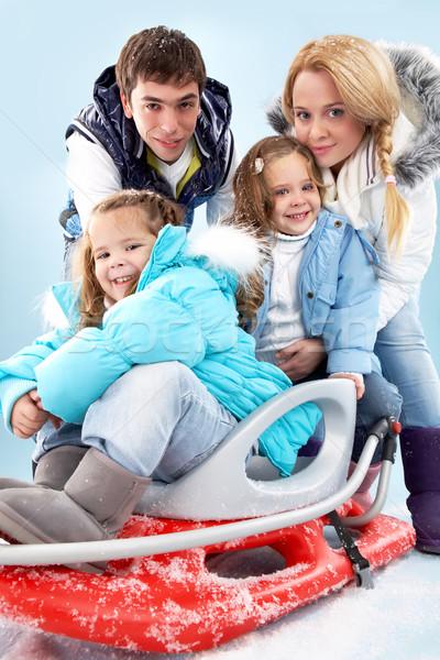 Famiglia felice inverno vestiti guardando fotocamera famiglia Foto d'archivio © pressmaster