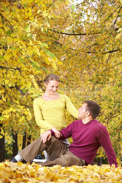Sonbahar park oturma birlikte yaprakları Stok fotoğraf © pressmaster