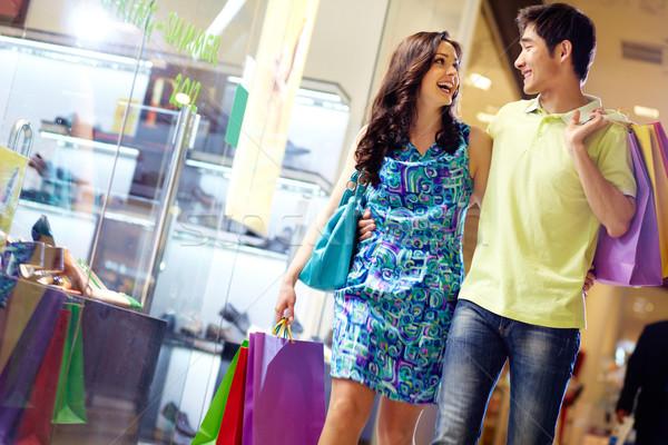 Winkelen vol swing mooie paar lopen Stockfoto © pressmaster