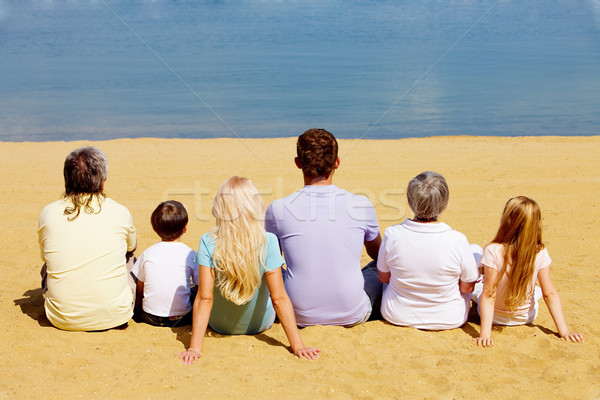 Spokój Fotografia spokojny rodziny posiedzenia piaszczysty Zdjęcia stock © pressmaster