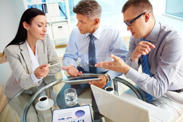 Vigoroso negócio atividade enérgico pessoas de negócios discutir Foto stock © pressmaster