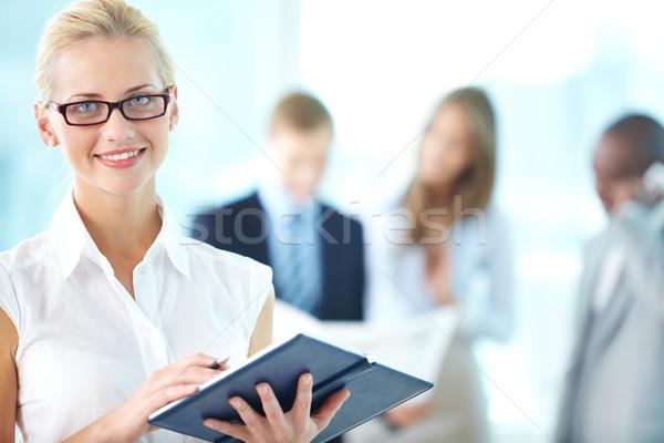 Oficina secretario alegre organizador listo Foto stock © pressmaster