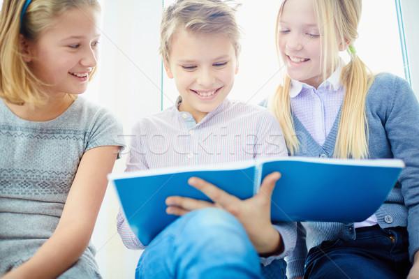 幸せ クラスメート 肖像 3  見える ノート ストックフォト © pressmaster