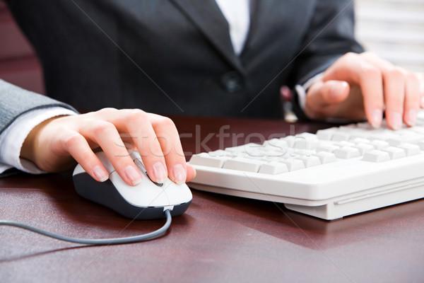 Stockfoto: Vrouwelijke · handen · zakenvrouw · business · internet · werk