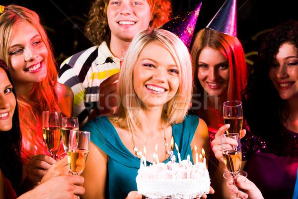 Stockfoto: Meisje · verjaardagstaart · portret · blijde · vrienden