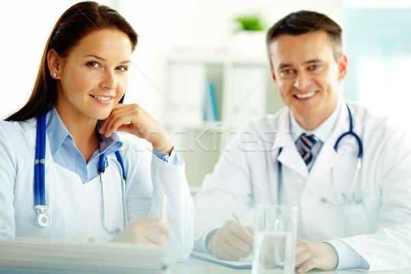 Stok fotoğraf: Tıbbi · portre · doktorlar · bakıyor · kamera · hastane