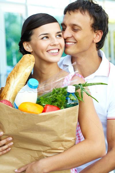 Szerelmi portré boldog pár élelmiszer férfi Stock fotó © pressmaster
