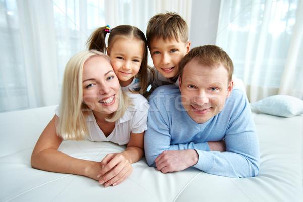 Photo stock: Maison · portrait · famille · heureuse · lit · femme