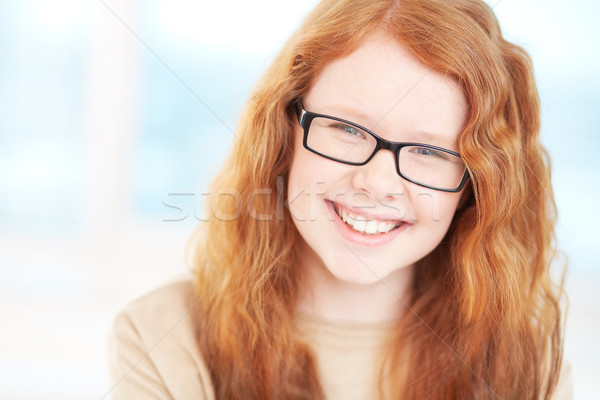 Jó hangulat tinilány szemüveg néz kamera mosoly Stock fotó © pressmaster