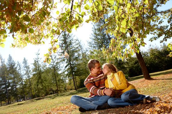 őszi románc fotó boldog lány jóképű férfi Stock fotó © pressmaster