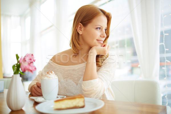 Spokój obraz spokojny dziewczyna posiedzenia Kafejka Zdjęcia stock © pressmaster
