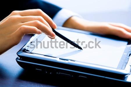 Demonstratie afbeelding vrouwelijke handen wijzend Stockfoto © pressmaster
