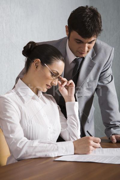 подписания договор деловая женщина пер стороны человека Сток-фото © pressmaster