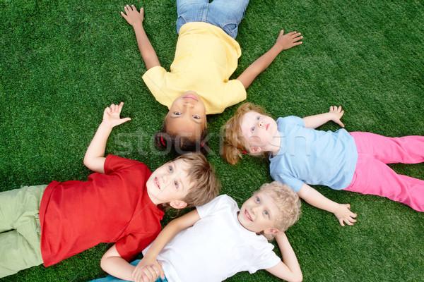 Foto stock: Amigos · imagem · pequeno · meninos · meninas · grama · verde