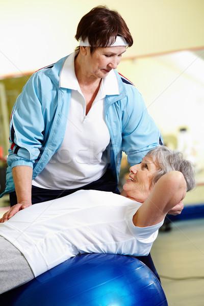 Abdominaal senior vrouw instructeur gymnasium gelukkig Stockfoto © pressmaster