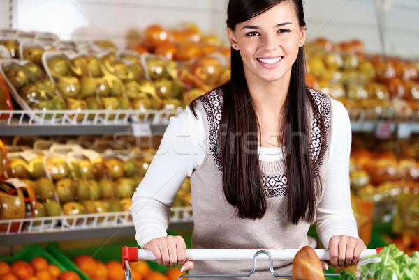 Gelukkig consument afbeelding mooie vrouw naar camera Stockfoto © pressmaster