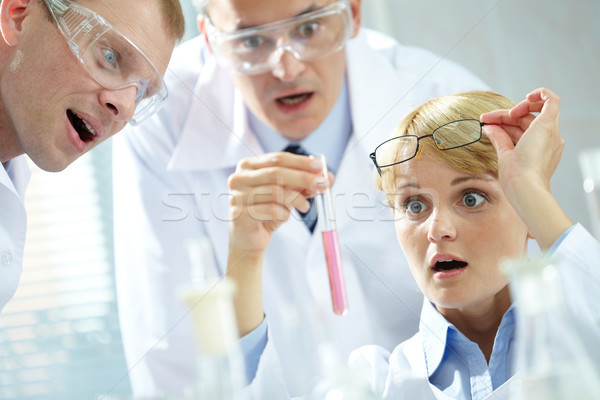 Descoberta três olhando tubo homem Foto stock © pressmaster