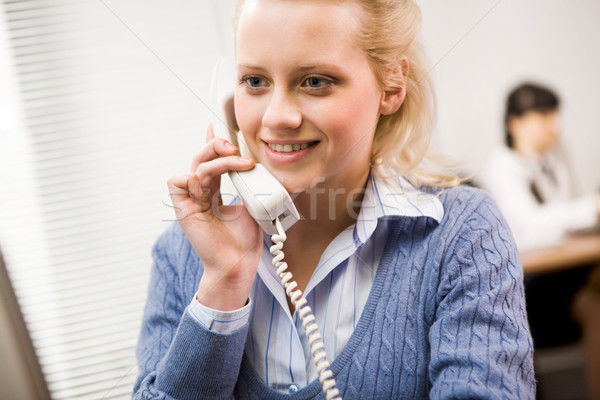 Stock fotó: Dolgozik · csinos · titkárnő · beszél · telefon · iroda