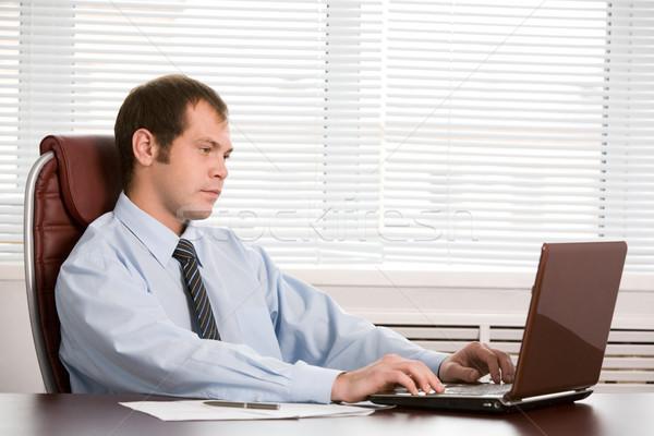 Stock fotó: Főnök · munka · fotó · töprengő · néz · laptop