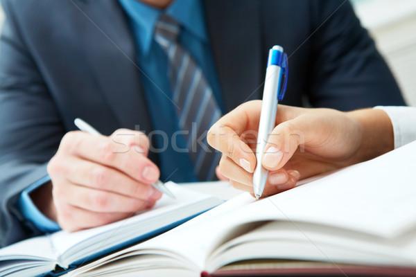 Tömés közelkép kettő kezek ír jegyzetfüzetek Stock fotó © pressmaster