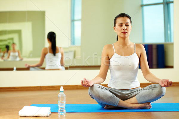 Foto stock: Yoga · ejercicio · retrato · sereno · nina · gimnasio