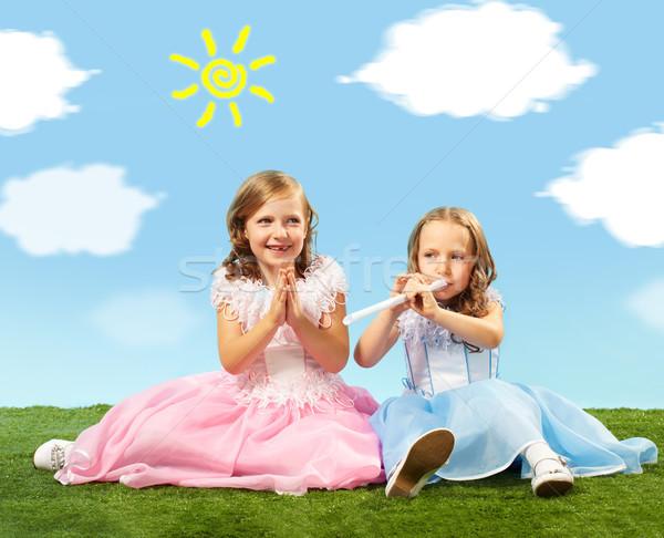 Kinderachtig spelen portret twee cute meisjes Stockfoto © pressmaster