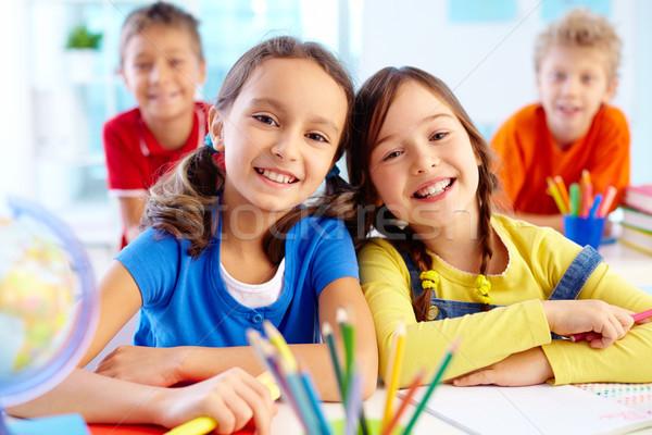 Szorgalmas iskolás portré kettő lányok néz Stock fotó © pressmaster