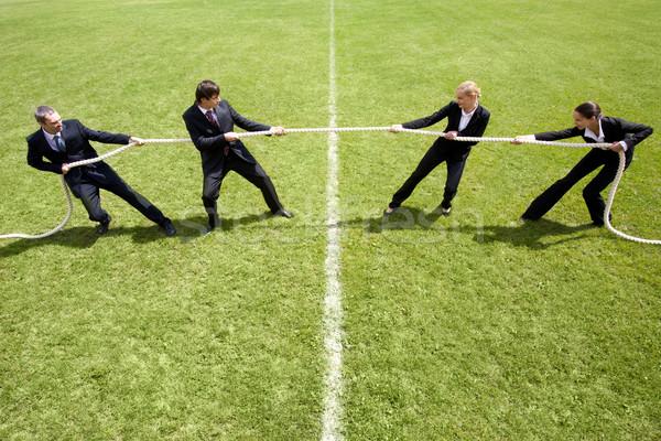 Corporate rivaliteit zakenlieden onderneemsters spelen gras Stockfoto © pressmaster