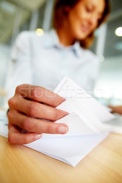 Papierkram weiblichen Papiere beschäftigt arbeiten Büro Stock foto © pressmaster