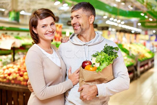 Casal consumidores imagem feliz completo produtos Foto stock © pressmaster