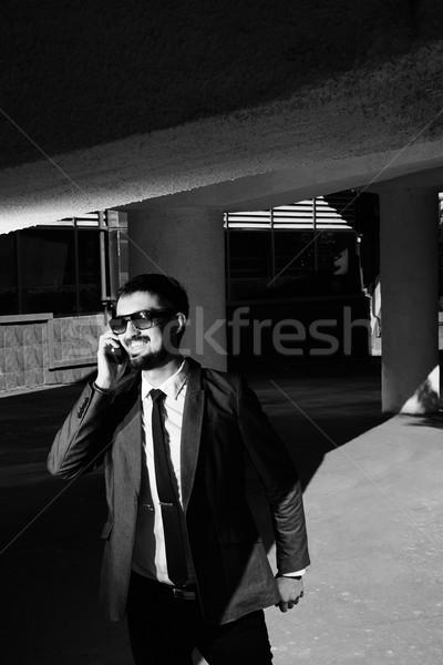 Stockfoto: Praten · mobieltje · afbeelding · glimlachend · zakenman