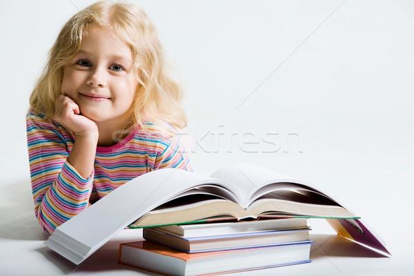 мало школьница портрет улыбаясь за книгах Сток-фото © pressmaster