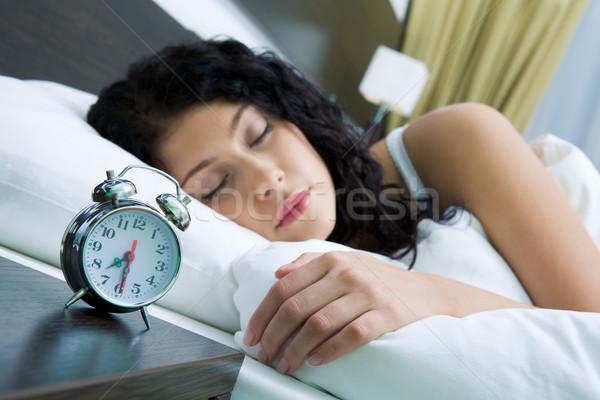 怠惰な 午前 画像 目覚まし時計 寝 女性 ストックフォト © pressmaster