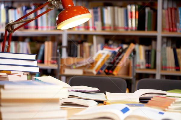 Werkplek afbeelding plaats bibliotheek tabel lamp Stockfoto © pressmaster