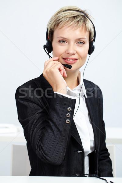 Atendimento ao cliente representante retrato trabalhar telefone fones de ouvido Foto stock © pressmaster