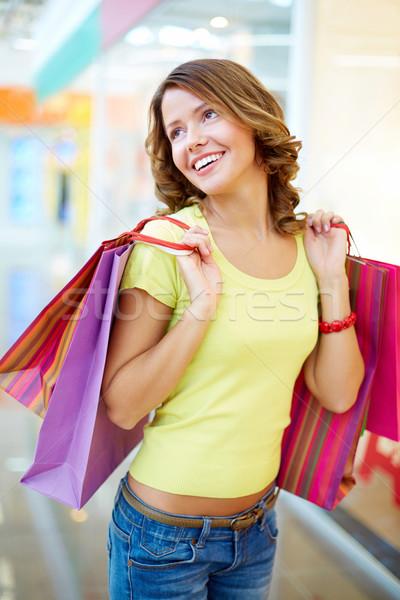 Radosny konsument pionowy shot czasu zakupy Zdjęcia stock © pressmaster