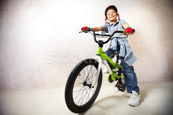 Küçük portre bisiklet bakıyor kamera Stok fotoğraf © pressmaster