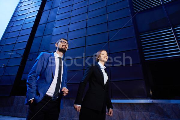 üzleti partnerek portré boldog sétál modern épület üzlet Stock fotó © pressmaster