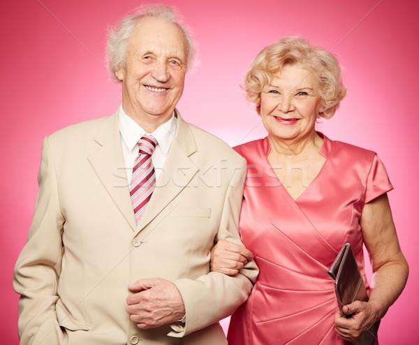 Emeryturę para portret stwarzające różowy Zdjęcia stock © pressmaster