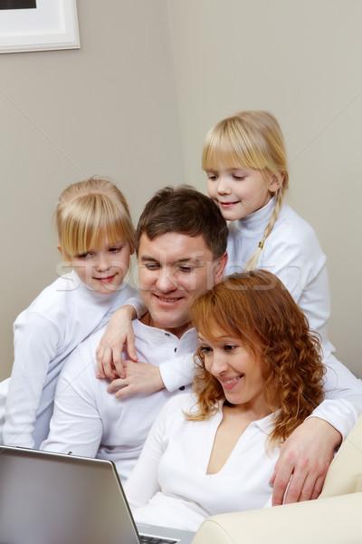 Foto stock: Assistindo · filme · imagem · amigável · família · laptop