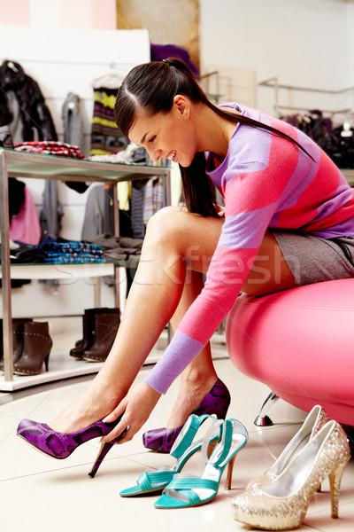 Afdeling afbeelding dame verscheidene nieuwe schoenen Stockfoto © pressmaster