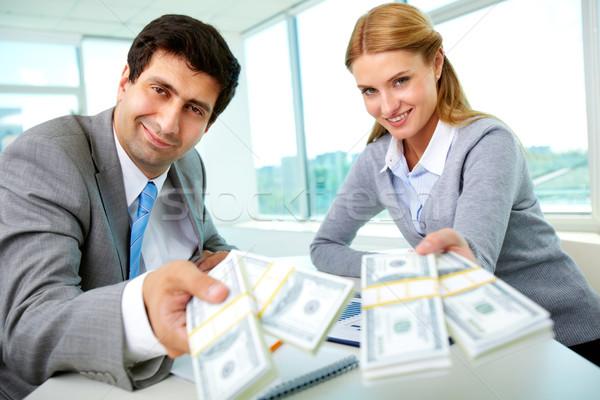 Nezaket iki İş ortaklarımız işyeri para bakıyor Stok fotoğraf © pressmaster