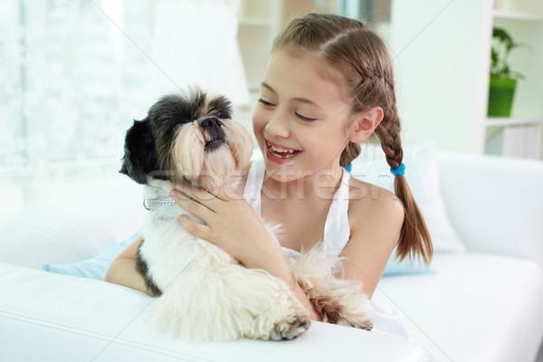 Kid hond portret gelukkig meisje naar Stockfoto © pressmaster