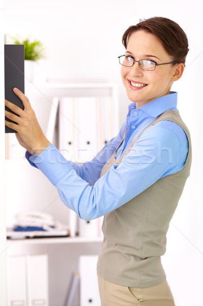 Inteligente feminino retrato elegante empresária olhando Foto stock © pressmaster