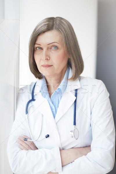 Udany lekarza portret kobiet patrząc Zdjęcia stock © pressmaster