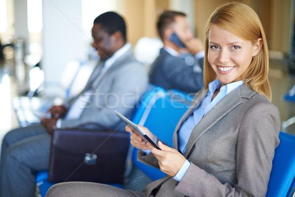 Stockfoto: Mobiliteit · vrouwelijke · werknemer · touchpad · naar · camera