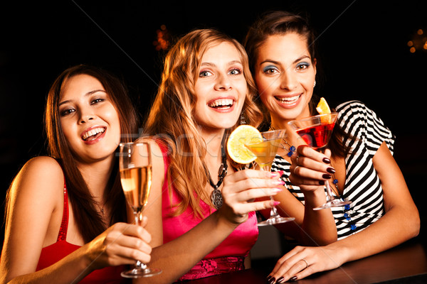 Retrato amigos feliz martini Foto stock © pressmaster