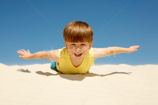 Stock fotó: élvezi · napos · idő · vidám · fiú · homok · karok · néz