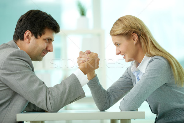 Foto stock: Rivalidad · hombre · mujer · pulseada · gesto · de · trabajo